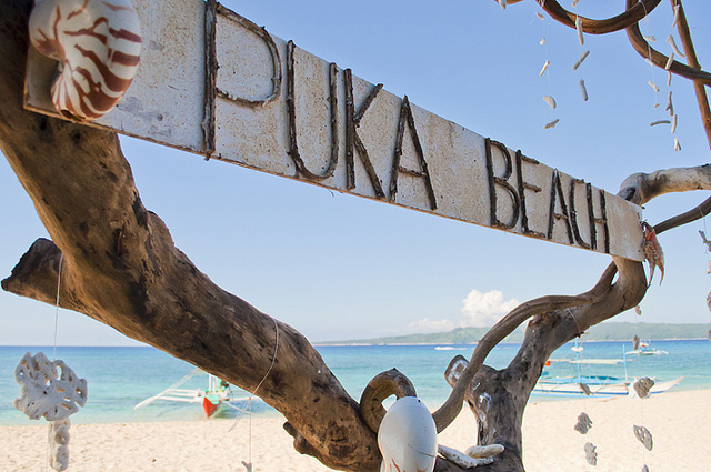 Welcome to Puka Beach... photo by Doun Dounell/Flickr