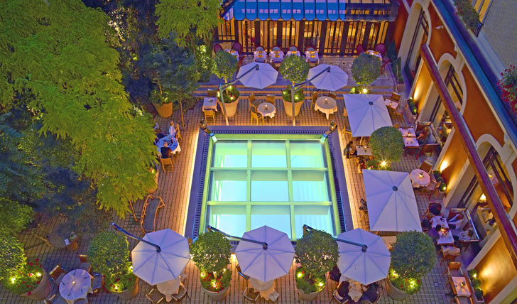 The-terrace-by-night-at-the-Royal-Monceau-Paris