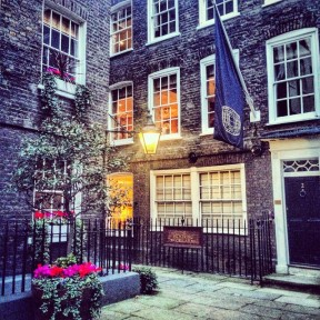 Stumbled_upon_this_beautiful_square_during_the__CurrysChristmasWalk_today_near_St_James_Palace_in_London
